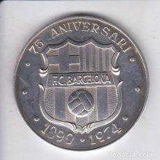 Coleccionismo deportivo: MEDALLA DE PLATA DEL 75 ANIVERSARIO DEL FUTBOL CLUB BARCELONA EN ESTUCHE ORIGINAL Y CERTIFICADO. Lote 147454062