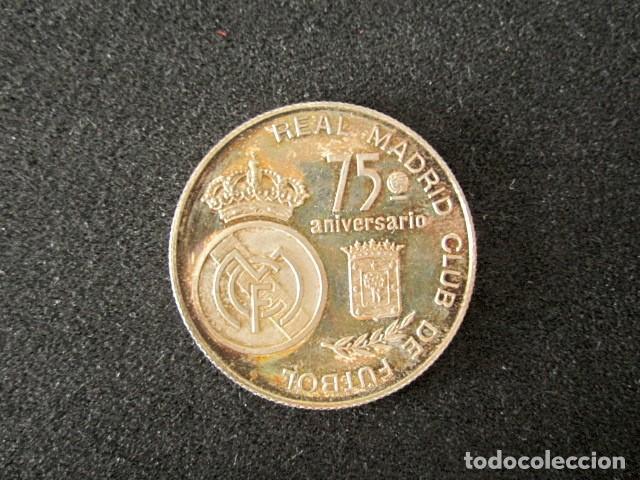 MEDALLA 75 ANIVERSARIO REAL MADRID, ESTADIO SANTIAGO BERNABEU. FÚTBOL. AÑO 1983 (Coleccionismo Deportivo - Medallas, Monedas y Trofeos de Fútbol)