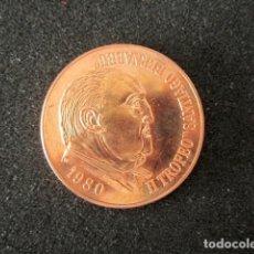 Coleccionismo deportivo: MEDALLA II TROFEO SANTIAGO BERNABEU. FÚTBOL REAL MADRID. AÑO 1980. Lote 148054114