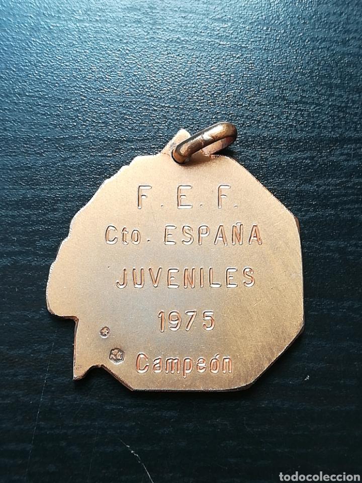 Coleccionismo deportivo: Medalla Campeón Federación Española Fútbol Campeonato Juveniles España 1975 FC Barcelona - de plata - Foto 6 - 148183510