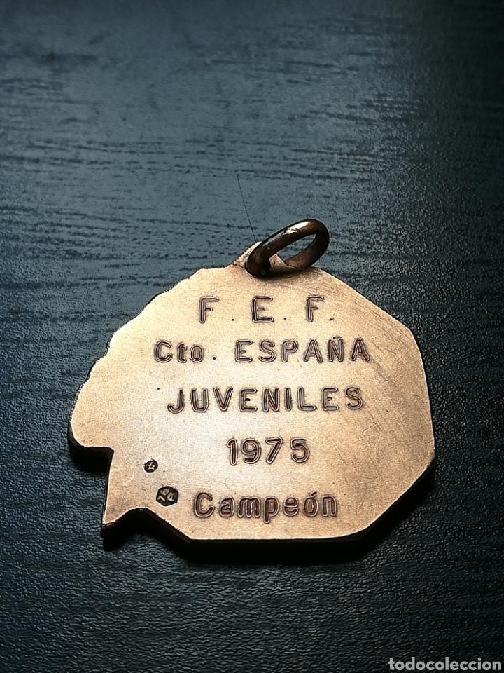 Coleccionismo deportivo: Medalla Campeón Federación Española Fútbol Campeonato Juveniles España 1975 FC Barcelona - de plata - Foto 7 - 148183510