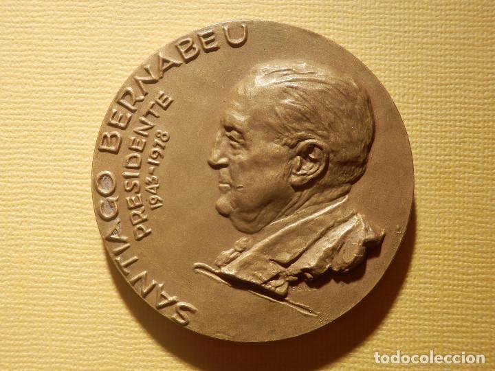 MEDALLA EN BRONCE - SANTIAGO BERNABEU - PRESIDENTE 1943-1978 - 74 GR. 50 MM. - REAL MADRID - (Coleccionismo Deportivo - Medallas, Monedas y Trofeos de Fútbol)