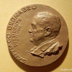 Coleccionismo deportivo: MEDALLA EN BRONCE - SANTIAGO BERNABEU - PRESIDENTE 1943-1978 - 74 GR. 50 MM. - REAL MADRID -. Lote 151559518