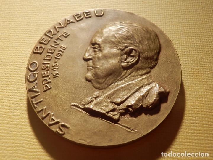Coleccionismo deportivo: Medalla en bronce - Santiago Bernabeu - Presidente 1943-1978 - 74 gr. 50 mm. - Real Madrid - - Foto 2 - 151559518