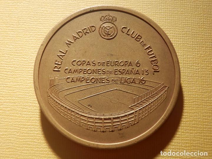Coleccionismo deportivo: Medalla en bronce - Santiago Bernabeu - Presidente 1943-1978 - 74 gr. 50 mm. - Real Madrid - - Foto 3 - 151559518