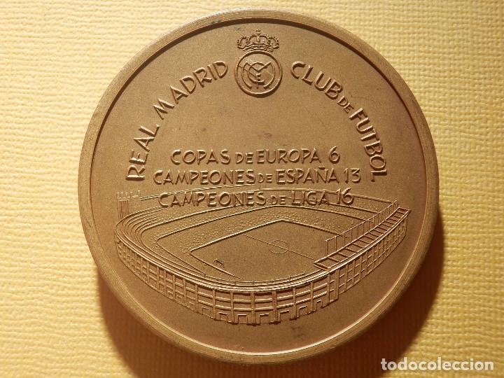 Coleccionismo deportivo: Medalla en bronce - Santiago Bernabeu - Presidente 1943-1978 - 74 gr. 50 mm. - Real Madrid - - Foto 4 - 151559518