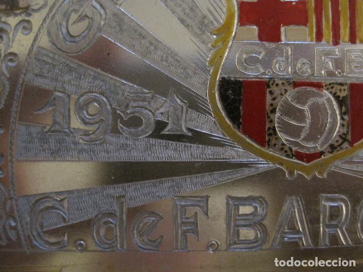 Coleccionismo deportivo: CLUB FUTBOL BARCELONA-CHAPA CONMEMORATIVA GESTA UNICA 1951 1952-BARÇA CINCO COPAS-VER FOTOS(V-15954) - Foto 4 - 152206282