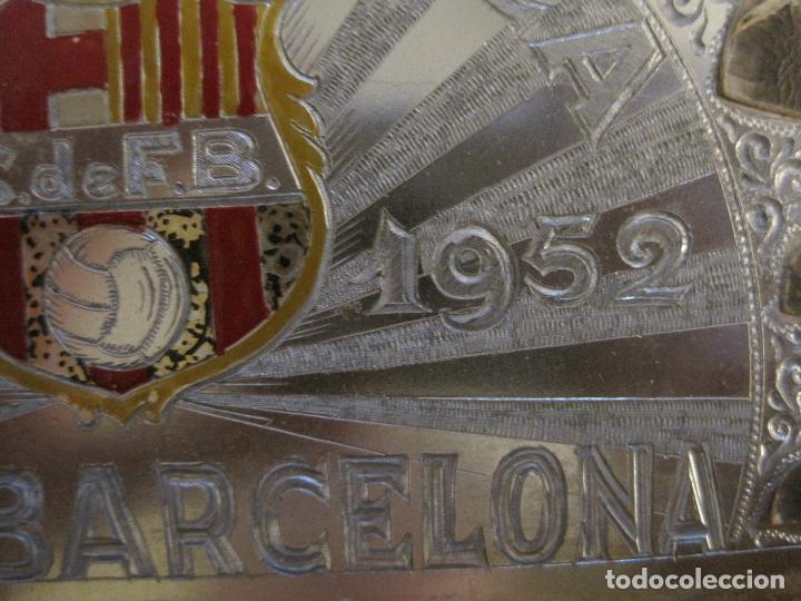 Coleccionismo deportivo: CLUB FUTBOL BARCELONA-CHAPA CONMEMORATIVA GESTA UNICA 1951 1952-BARÇA CINCO COPAS-VER FOTOS(V-15954) - Foto 5 - 152206282