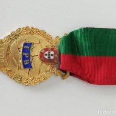 Coleccionismo deportivo: MEDALLA DE ORO, INSIGNIA PARA PECHO. F. C. B, COPA PORTUGAL 1989. Lote 152664294