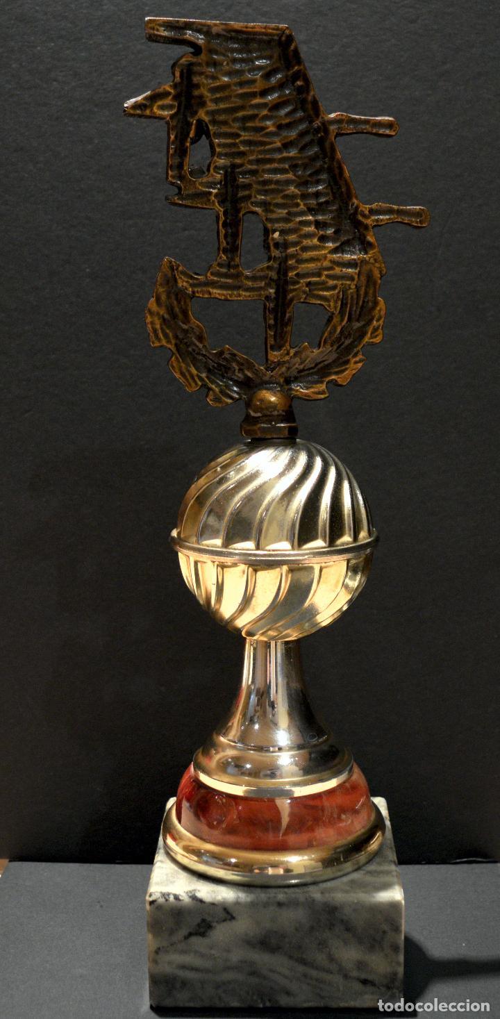 Coleccionismo deportivo: EXCELENTE TROFEO COPA DE FUTBOLÍN 31CM - Foto 3 - 155618910