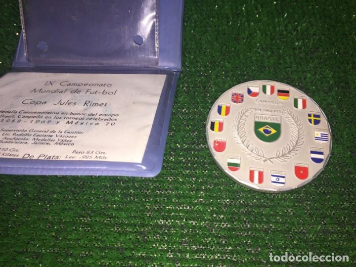 Coleccionismo deportivo: Medalla plata Conmemorativa del Mundial de Mexico 70 . Brasil Campeón - Foto 2 - 160656382