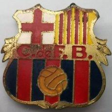 Coleccionismo deportivo: ANTIGUA PLACA ESCUDO CLUB DE FÚTBOL BARCELONA AÑOS 50' 4X4CM. Lote 166614697