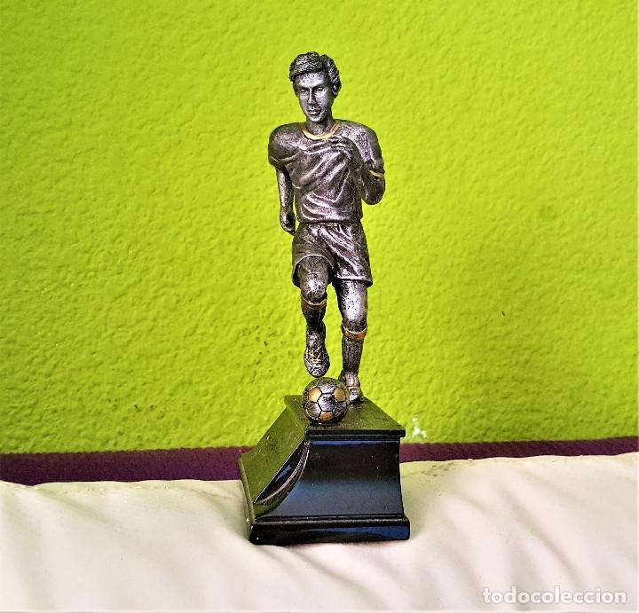 Coleccionismo deportivo: BONITA FIGURA JUGADOR FUTBOL PLOMO Y NICKEL PARECE 19.CM ALTO - Foto 3 - 174980688