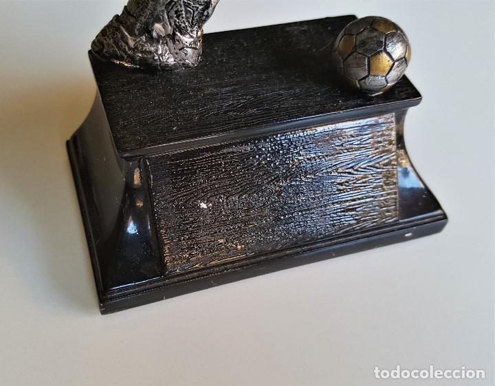 Coleccionismo deportivo: BONITA FIGURA JUGADOR FUTBOL PLOMO Y NICKEL PARECE 19.CM ALTO - Foto 8 - 174980688