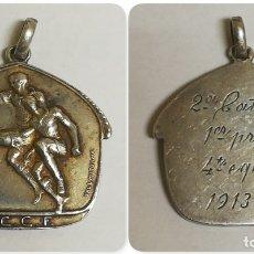 Coleccionismo deportivo: MEDALLA EN PLATA F.C.C.F. (FERACIO CATALANA CULB DE FUTBOL), FIRMADA VALLMITJANA, MARTRUS, REVERSO I. Lote 175650004