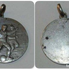 Coleccionismo deportivo: MEDALLA EN PLATA DE LA F.C.C.F. FERACIO CATALANA CLUB DE FUTBOL, AÑOS 20, PESA 8,50 GR. MIDE 3 CMS. . Lote 175652532