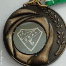 Coleccionismo deportivo: MEDALLA CAMPEÓN INFANTIL FÚTBOL URAL. Lote 175916489
