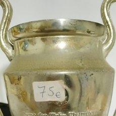 Coleccionismo deportivo: TROFEO O COPA DE METAL COUPE DES CLUBS CHAMPIONS EUROPEENS INCLUYE BASE MIDE 17CM. Lote 184869428