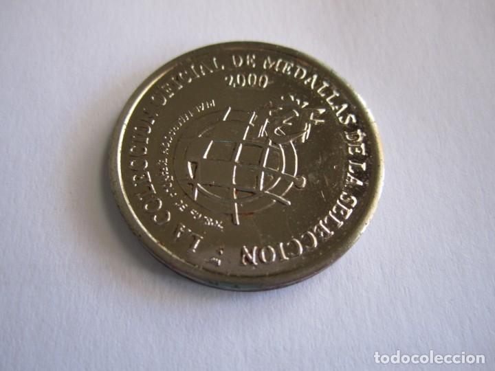43-COLECCIÓN OFICIAL MEDALLAS DE LA SELECCIÓN 2000 (HELGUERA – CENTRO-CAMPISTA) (Coleccionismo Deportivo - Medallas, Monedas y Trofeos de Fútbol)
