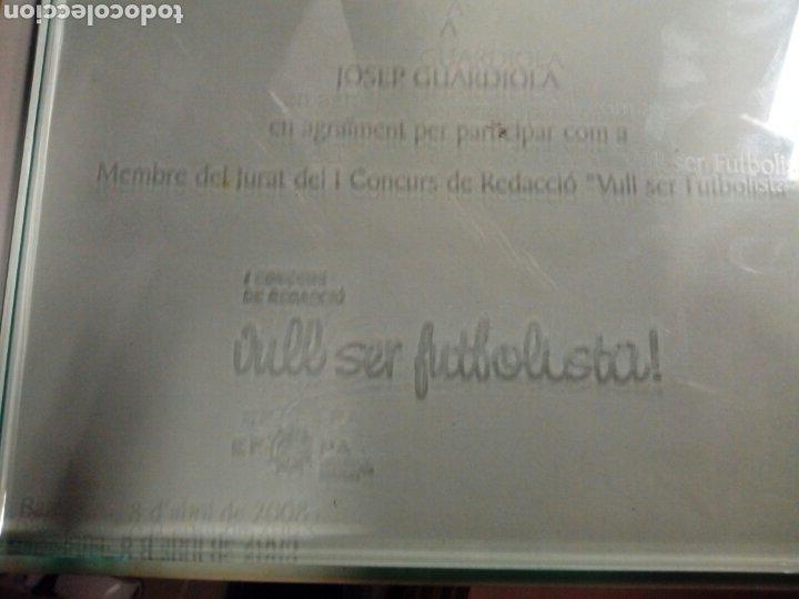 Coleccionismo deportivo: Caja trofeo placa cristal josep guardiola barça agraiment per membre jurat vull ser futbolista 2008 - Foto 3 - 178302403