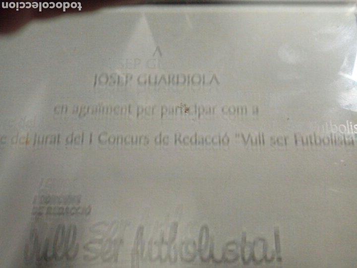 Coleccionismo deportivo: Caja trofeo placa cristal josep guardiola barça agraiment per membre jurat vull ser futbolista 2008 - Foto 4 - 178302403