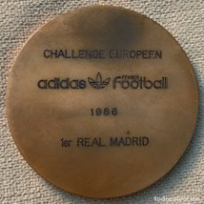 Coleccionismo deportivo: MEDALLA FÚTBOL - CHALLENGE EUROPEEN - ADIDAS - FOOTBALL - FRANCE - AÑO 1986 - 1º REAL MADRID. Lote 178738638