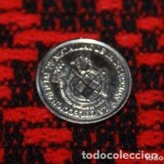Coleccionismo deportivo: MONEDA DE LA SELECCION ESPAÑOLA JUGADOR HIERRO DEFENSA. Lote 179113371