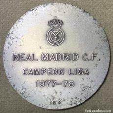Coleccionismo deportivo: MEDALLA DE LA FEDERACIÓN CASTELLANA DE FÚTBOL - REAL MADRID CAMPEÓN DE LIGA 1977 - 1978. Lote 179318541