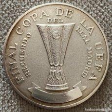 Coleccionismo deportivo: MEDALLA FINAL COPA UEFA 1986 - REAL MADRID VS 1 F.C. KÖLN - ENTREGADA A UN MIEMBRO DEL REAL MADRID -. Lote 180278877