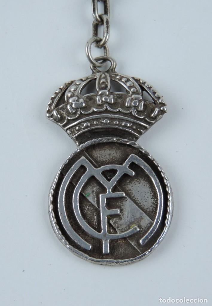 Coleccionismo deportivo: LLAVERO DEL REAL MADRID, CLUB DE FUTBOL, REALIZADO EN PLATA, MIDE 4,8 CMS. - Foto 2 - 180439280