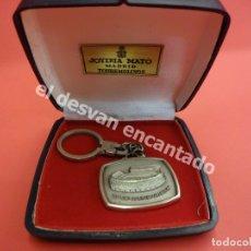 Coleccionismo deportivo: ATLETICO DE MADRID. LLAVERO ESTADIO VICENTE CALDERON. EN PLATA Y ESTUCHE ORIGINAL. Lote 181126698