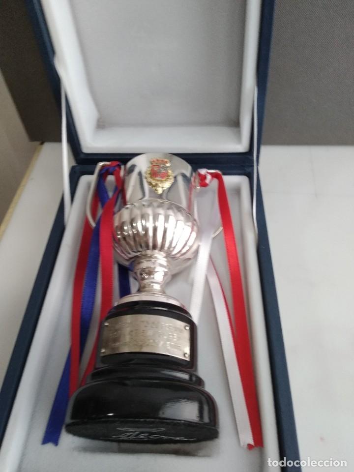 Coleccionismo deportivo: ANTIGUO TROFEO DE FUTBOL COPA DEL REY 1017-2018 BARCELONA SEVILLA PARA JUGADORES - Foto 2 - 194261781