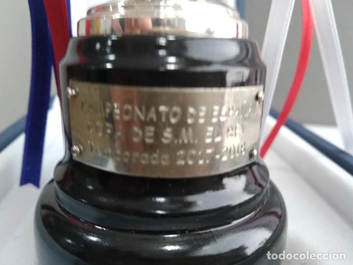 Coleccionismo deportivo: ANTIGUO TROFEO DE FUTBOL COPA DEL REY 1017-2018 BARCELONA SEVILLA PARA JUGADORES - Foto 3 - 194261781