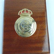 Coleccionismo deportivo: METOPA DEL REAL MADRID CLUB DE FUTBOL, MIDE 21,5 CMS. Lote 183058806