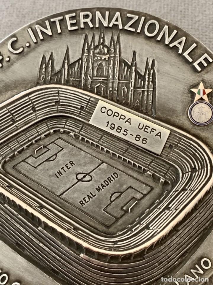MEDALLA SEMIFINALES COPA UEFA - ESTADIO GIUSSEPE MEAZZA - INTER DE MILÁN - REAL MADRID 1985 - 1986 (Coleccionismo Deportivo - Medallas, Monedas y Trofeos de Fútbol)