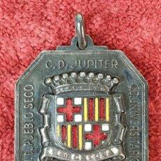 Coleccionismo deportivo: MEDALLA DEPORTIVA. IIº TORNEO INTERNACIONAL DE FUTBOL. METAL ESMALTADO. 1955. . Lote 185964770