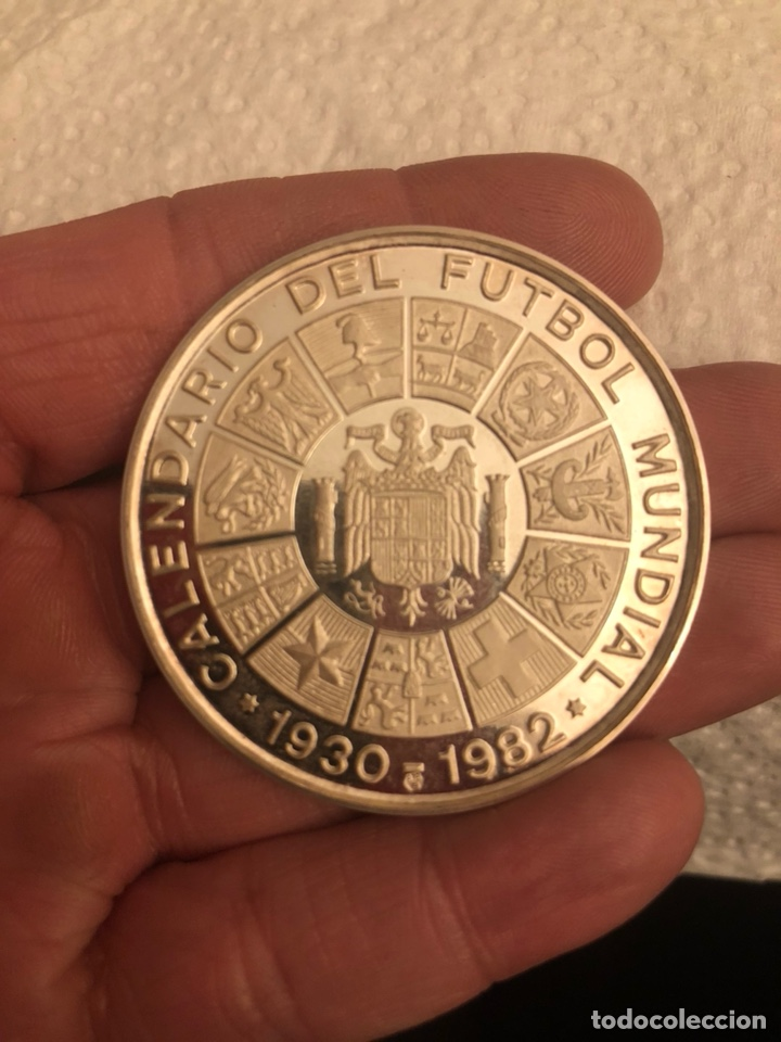 MEDALLA CALENDARIO DEL FÚTBOL MUNDIAL 1982, PLATA DE LEY (Coleccionismo Deportivo - Medallas, Monedas y Trofeos de Fútbol)
