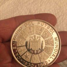 Coleccionismo deportivo: MEDALLA CALENDARIO DEL FÚTBOL MUNDIAL 1982, PLATA DE LEY. Lote 186016068