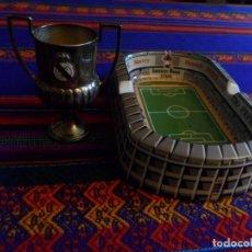 Coleccionismo deportivo: COPA REY ESPAÑA GENERALÍSIMO REAL MADRID CENICERO PORCELANA ESTADIO SANTIAGO BERNABÉU GONZÁLEZ BYASS. Lote 191137127