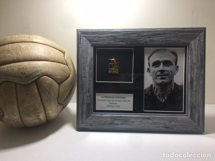 Coleccionismo deportivo: Alfredo Di Stefano Foto firmada y medalla campeón Europa 1959-60 - Foto 2 - 192556880