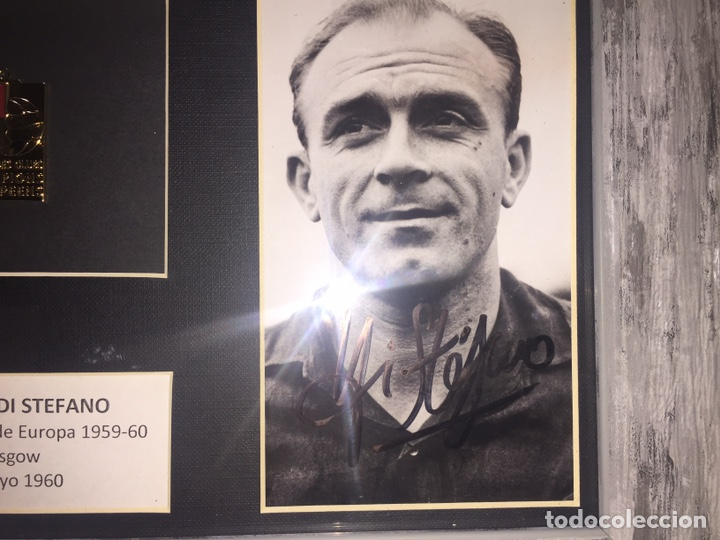 Coleccionismo deportivo: Alfredo Di Stefano Foto firmada y medalla campeón Europa 1959-60 - Foto 4 - 192556880