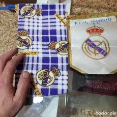 Coleccionismo deportivo: BANDERÍN Y BOLSA DE TELA DEL REAL MADRID . Lote 193836175