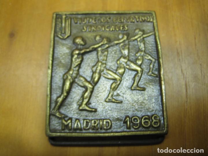 Coleccionismo deportivo: Antigua medalla deportiva. VI juegos sindicales. Madrid 1968 - Foto 2 - 194155636