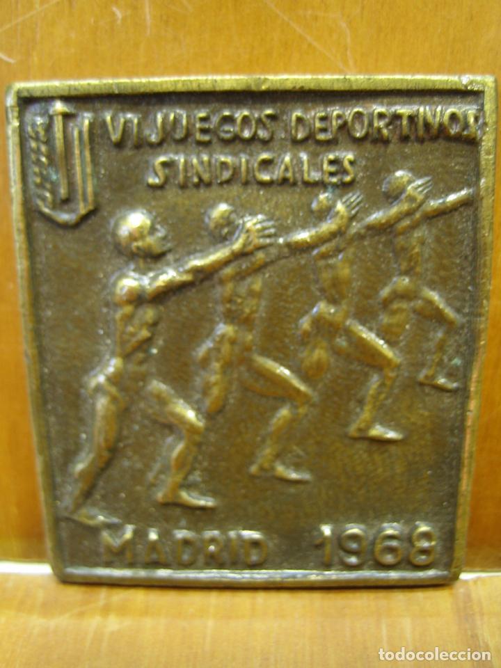 Coleccionismo deportivo: Antigua medalla deportiva. VI juegos sindicales. Madrid 1968 - Foto 4 - 194155636
