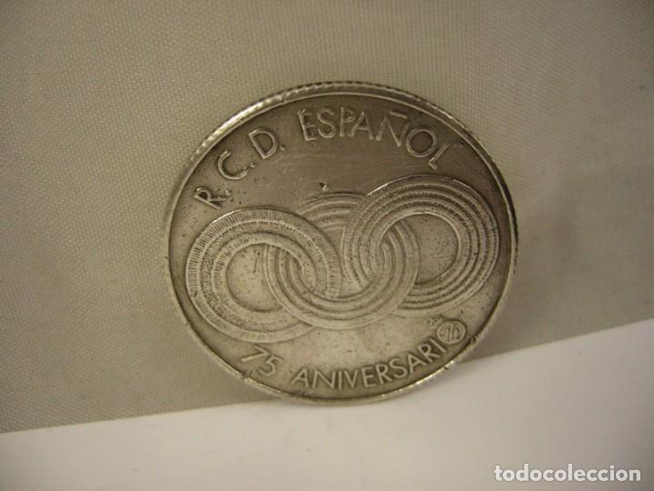 Coleccionismo deportivo: MEDALLA OFICIAL DEL REAL CLUB DEPORTIVO ESPAÑOL 75 ANIVERSARIO,1900-1975 EN PLATA NUMERADA - Foto 10 - 194594442