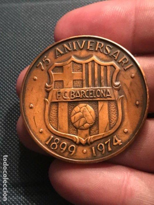 Coleccionismo deportivo: MEDALLA 75 ANIVERSARI DEL FÚTBOL CLUB BARCELONA...1899 - 1974. - Foto 3 - 194608893