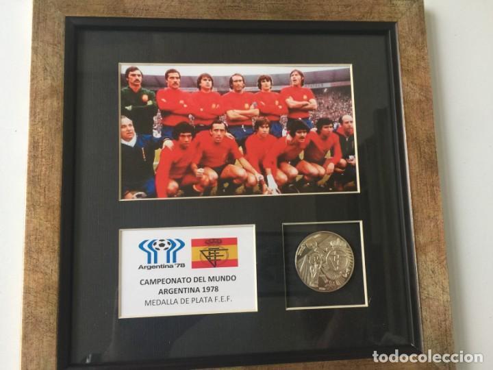 Coleccionismo deportivo: MUNDIAL ARGENTINA 78 MEDALLA PLATA FEDERACION ESPAÑOLA FUTBOL EXCLUSIVA - Foto 2 - 196028650