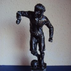 Coleccionismo deportivo: (F-200367)FIGURA DE CALAMINA JUGADOR DE FOOT-BALL - FUTBOL - AÑOS 20-30. Lote 196510638