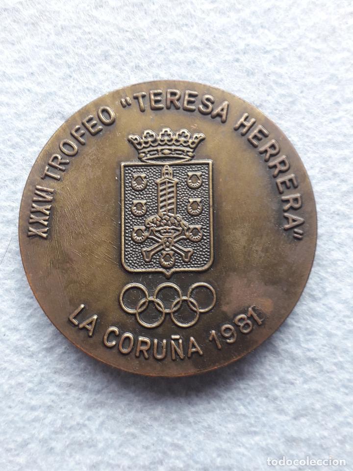 Coleccionismo deportivo: Medalla XXXVI Trofeo Teresa Herrera. La Coruña. Año 1981. - Foto 2 - 196911701