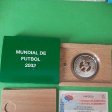 Coleccionismo deportivo: FUTBOL 2002 JUGADOR ESPAÑA MUNDIAL 10 EUROS PLATA CERTIFICADO 8 REALES MUNDIAL DE FUTBOL. Lote 198422167